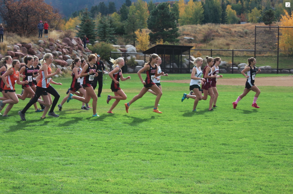 Aspen Girls Varsity cross country team with a strong lead at the beginning of the race