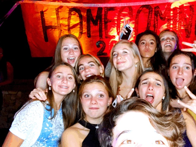 Group+of+AHS+students+posing+for+a+photo+at+the+homecoming+dance+at+Scarlett%27s.
