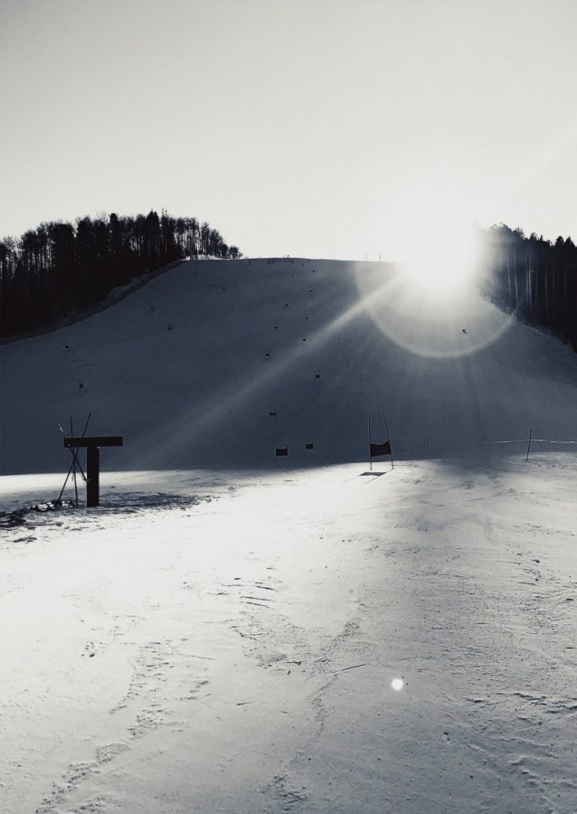 The+sun+shines+on+Thunderbowl+during+ski+team+training+in+early+January.