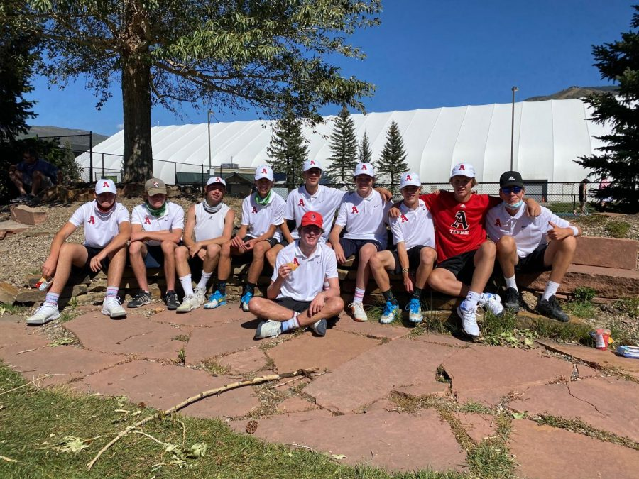 AHS+boys+tennis+team+poses+for+a+photo+after+their+winning+matches+against+Vail.
